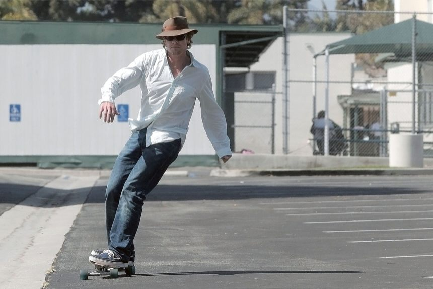 simon-baker-skateboarding-09222010-06